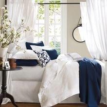 Фотография: Спальня в стиле Скандинавский, Декор интерьера, Декор, Белый, Зеленый, Бежевый, Синий, Голубой, Оранжевый, Бирюзовый – фото на InMyRoom.ru