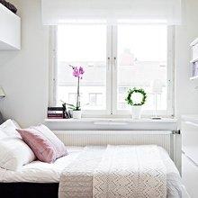Фотография: Спальня в стиле Скандинавский, Квартира, Интерьер комнат, Цвет в интерьере, Советы, Белый, Зеркала – фото на InMyRoom.ru