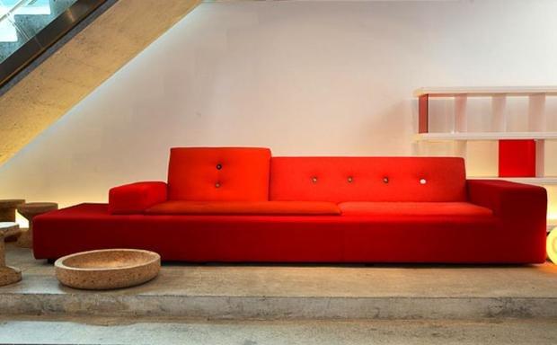 Фотография: Гостиная в стиле Современный, Декор интерьера, Vitra, Мебель и свет, Диван – фото на InMyRoom.ru