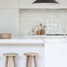 Фотография: Кухня и столовая в стиле Скандинавский, Декор интерьера, Швеция, Декор дома, Цвет в интерьере, Белый – фото на InMyRoom.ru