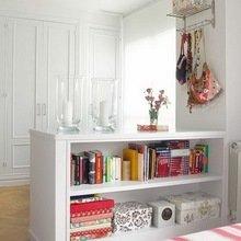 Фотография: Декор в стиле Кантри, Спальня, Интерьер комнат, Мебель и свет, Цвет в интерьере, Белый, Гардероб – фото на InMyRoom.ru