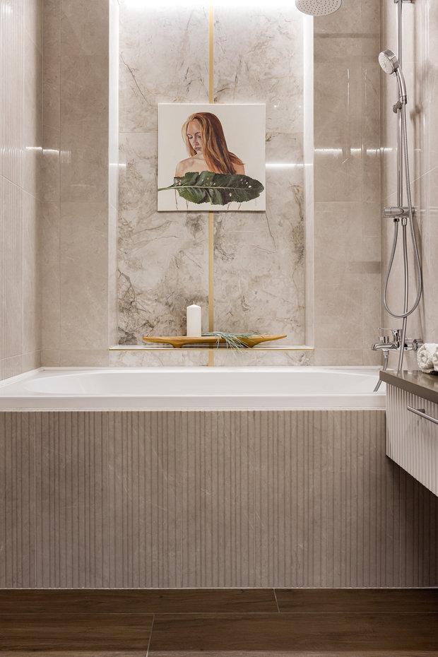 Ванная получилась очень стильная и нежная. При этом отделка довольно бюджетная, использовали плитку Kerama Marazzi.
