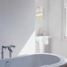 Фотография: Ванная в стиле Скандинавский, Декор интерьера, Дизайн интерьера, Цвет в интерьере, Советы, Dulux, Серый – фото на InMyRoom.ru