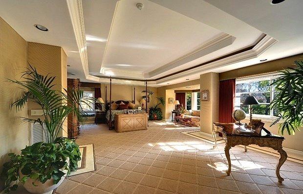 Фотография: Спальня в стиле Классический, Декор интерьера, Дом, Дома и квартиры, Интерьеры звезд – фото на InMyRoom.ru