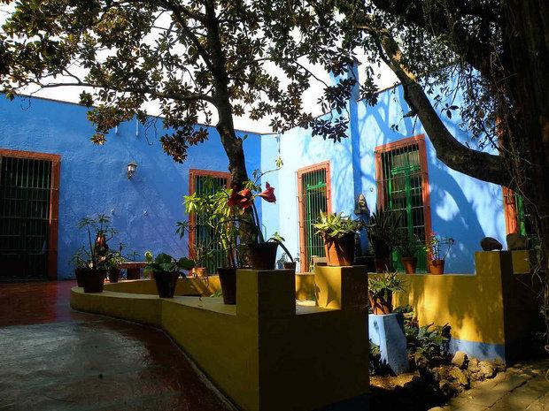 Фотография: Архитектура в стиле , Декор интерьера, Дом, Голубой, Мексика, Дом и дача, Мехико, Фрида Кало – фото на INMYROOM