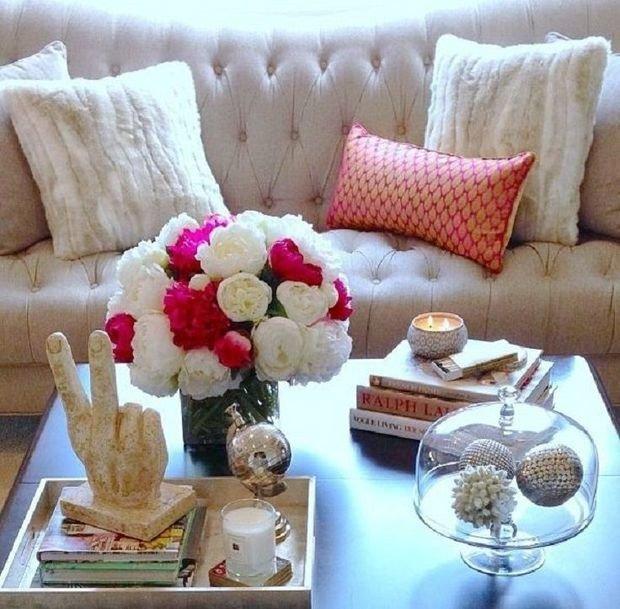 Фотография: Гостиная в стиле Современный, Декор интерьера, Аксессуары, Декор, Декор дома, Цветы, Журнальный столик – фото на InMyRoom.ru