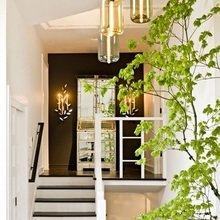 Фотография: Прихожая в стиле Современный, Дом, Цвет в интерьере, Дома и квартиры, Белый, Черный – фото на InMyRoom.ru