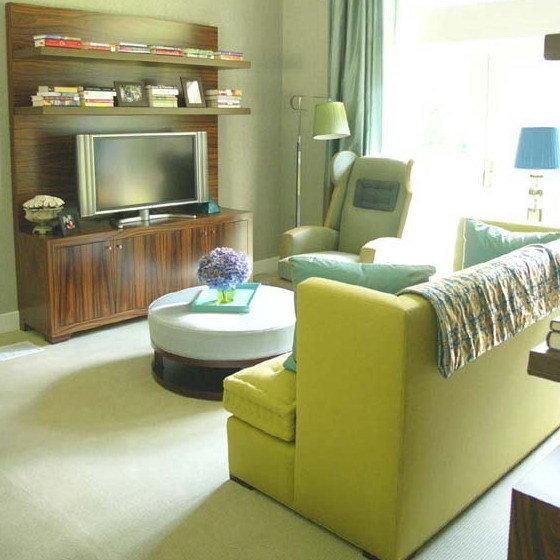 Светлая современная гостиная