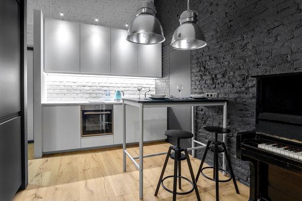 Фотография: Кухня и столовая в стиле Лофт, Квартира, Проект недели, Санкт-Петербург, Кирпичный дом, 2 комнаты, 40-60 метров, Bobo.space – фото на INMYROOM