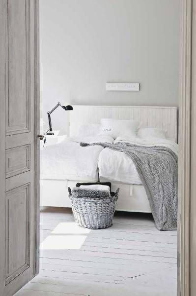 Фотография: Спальня в стиле Скандинавский, Мебель и свет, Стиль жизни, Советы – фото на InMyRoom.ru