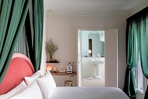 Фотография: Спальня в стиле Прованс и Кантри, Франция, Париж, Гид – фото на INMYROOM