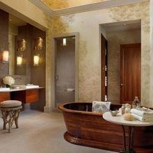 Фотография: Ванная в стиле Восточный, Эклектика, Дом, США, Дизайн интерьера, Неон – фото на InMyRoom.ru