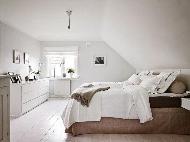 Фотография: Спальня в стиле Скандинавский, Современный, Декор интерьера, Дизайн интерьера, Цвет в интерьере, Советы, Белый – фото на InMyRoom.ru
