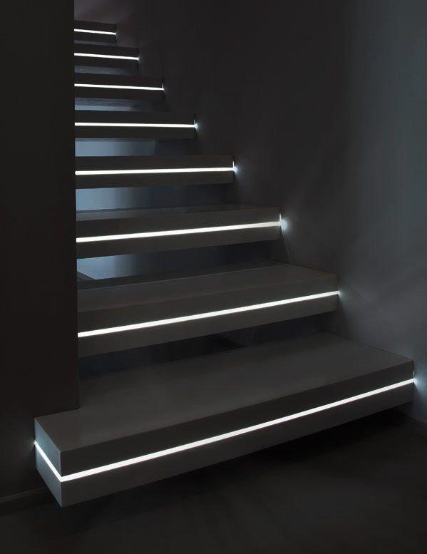 Фотография: Гостиная в стиле Лофт, Архитектура, Декор, Мебель и свет, Ремонт на практике, Никита Морозов, освещение для лестницы, какую выбрать лестницу, какие бывают лестницы, прямая лестница, винтовая лестница, лестница на больцах, подвесная лестница, ограждение для лестниц, как украсить лестницу – фото на InMyRoom.ru