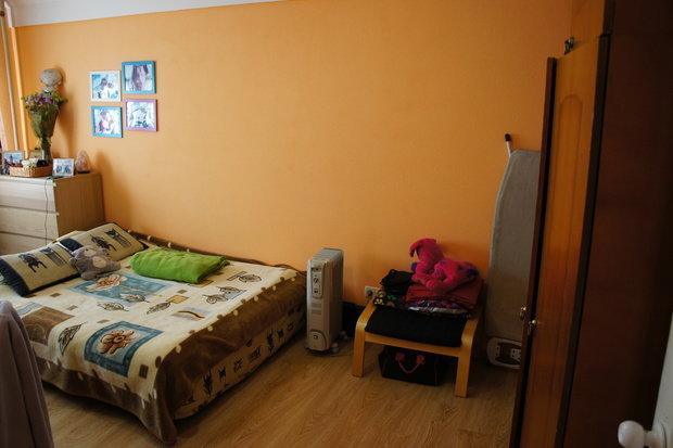 Как расставить мебель в одной комнате для двух взрослых и младенца?