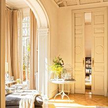 Фотография: Гостиная в стиле Кантри, Дом, Дома и квартиры, Большие окна, Лепнина – фото на InMyRoom.ru