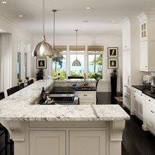 Фотография: Кухня и столовая в стиле Классический, Декор интерьера, Мебель и свет – фото на InMyRoom.ru