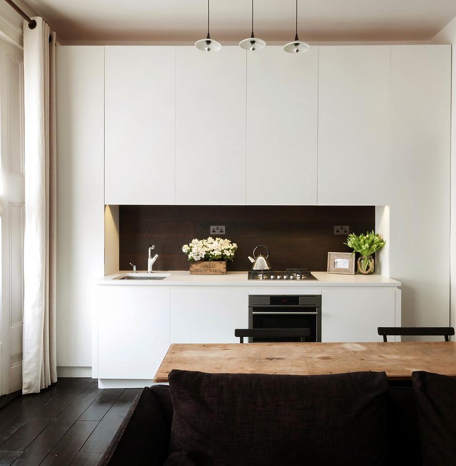 Фотография: Кухня и столовая в стиле Лофт, Классический, Малогабаритная квартира, Квартира, Цвет в интерьере, Дома и квартиры, Белый – фото на InMyRoom.ru