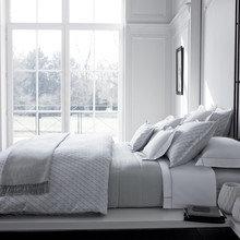 Фотография: Спальня в стиле Современный, Текстиль, Индустрия, События, Плед – фото на InMyRoom.ru