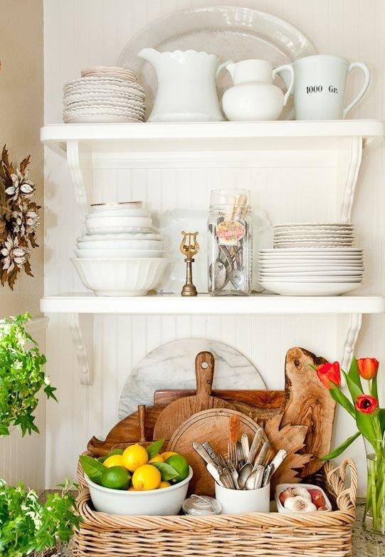 Фотография:  в стиле , Кухня и столовая, Советы, Марта Стюарт, как обустроить маленькую кухню, идеи для маленькой кухни, лайфхаки для кухни – фото на InMyRoom.ru