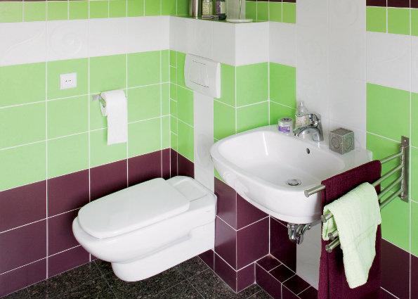 Фотография: Ванная в стиле Современный, Обои, Переделка, Плитка, Краска, Стеновые панели – фото на InMyRoom.ru