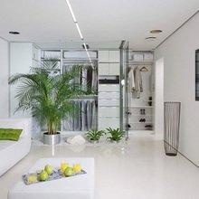 Фотография: Гостиная в стиле Минимализм, Квартира, Цвет в интерьере, Дома и квартиры, Стены – фото на InMyRoom.ru