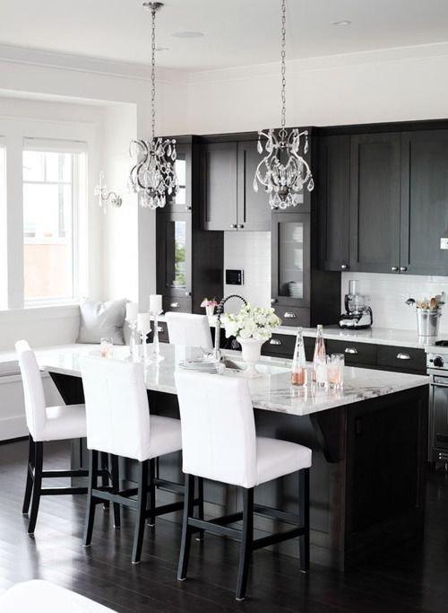 Фотография: Кухня и столовая в стиле Современный, Декор интерьера, Дизайн интерьера, Цвет в интерьере, Черный – фото на InMyRoom.ru