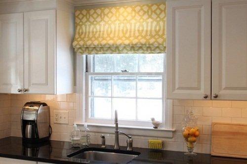 Фотография: Кухня и столовая в стиле Прованс и Кантри, Декор интерьера, Текстиль, Окна – фото на InMyRoom.ru