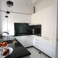 Фотография: Кухня и столовая в стиле Минимализм, Советы, за и против, мойка напротив окна – фото на InMyRoom.ru