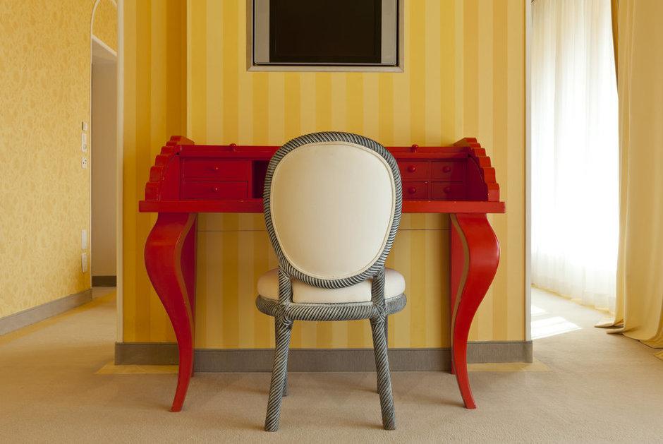Фотография: Мебель и свет в стиле Классический, Современный, Эклектика, Декор интерьера, Кресло – фото на InMyRoom.ru