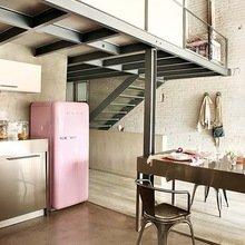 Фотография: Кухня и столовая в стиле Лофт, Интерьер комнат, SMEG, Холодильник – фото на InMyRoom.ru