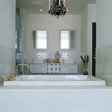 Фотография: Ванная в стиле Восточный, Цвет в интерьере, Дома и квартиры, Городские места, Отель, Камин, Стены – фото на InMyRoom.ru