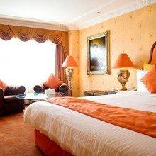 Фотография: Спальня в стиле Кантри, Декор интерьера, Дизайн интерьера, Цвет в интерьере, Оранжевый – фото на InMyRoom.ru