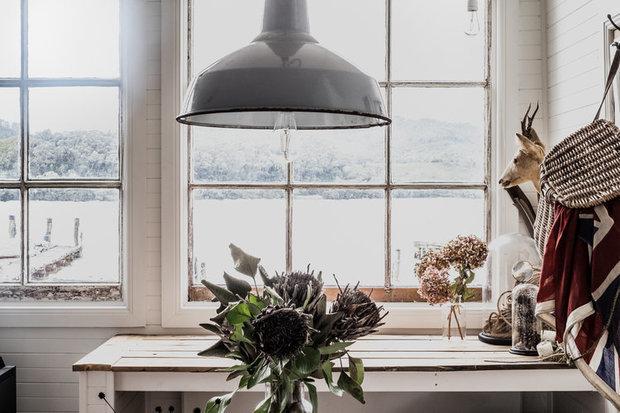 Фотография: Кухня и столовая в стиле Скандинавский, Дом, Россия, США, Австралия, Франция, Отель, Шале, Калифорния, Санкт-Петербург, Польша, Тасмания – фото на INMYROOM