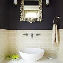 Фотография: Ванная в стиле Кантри, Декор интерьера, Дизайн интерьера, Цвет в интерьере, Черный – фото на InMyRoom.ru