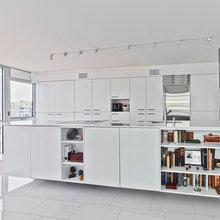 Фотография: Кухня и столовая в стиле Современный, Квартира, Цвет в интерьере, Дома и квартиры, Белый, Панорамные окна – фото на InMyRoom.ru