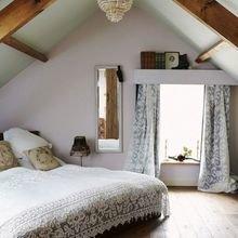 Фотография: Спальня в стиле Кантри, Дом, Мебель и свет, Дача, Дом и дача, как обустроить мансарду, идеи для мансарды – фото на InMyRoom.ru