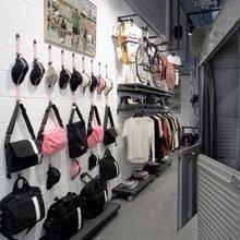 Фотография: Гардеробная в стиле Лофт, Дома и квартиры, Городские места, Лондон, Кафе и рестораны – фото на InMyRoom.ru