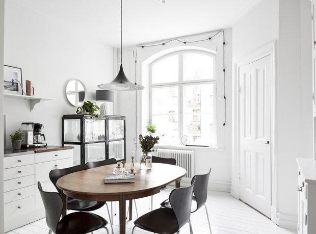 Фотография: Кухня и столовая в стиле Скандинавский, Малогабаритная квартира, Квартира, Декор, Мебель и свет, Белый – фото на InMyRoom.ru