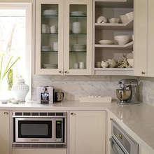 Фотография: Кухня и столовая в стиле Кантри, Интерьер комнат, Системы хранения, Бытовая техника – фото на InMyRoom.ru