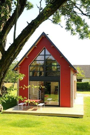 Фотография:  в стиле , Архитектура, Советы, энергоэффективный дом, утепленный фундамент дома, окна с тройным стеклопакетом, двускатная крыша дома, вентиляция в доме – фото на InMyRoom.ru