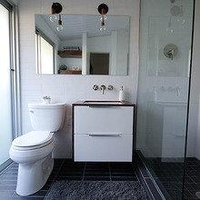 Фотография: Ванная в стиле Современный, Декор, Белый, Переделка, Черный, Ремонт на практике – фото на InMyRoom.ru