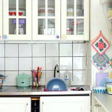 Фотография: Кухня и столовая в стиле Кантри, Малогабаритная квартира, Квартира, Цвет в интерьере, Дома и квартиры, Цветы – фото на InMyRoom.ru