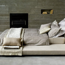 Фотография: Спальня в стиле Минимализм, Декор интерьера, Дизайн интерьера, Цвет в интерьере, Текстиль – фото на InMyRoom.ru