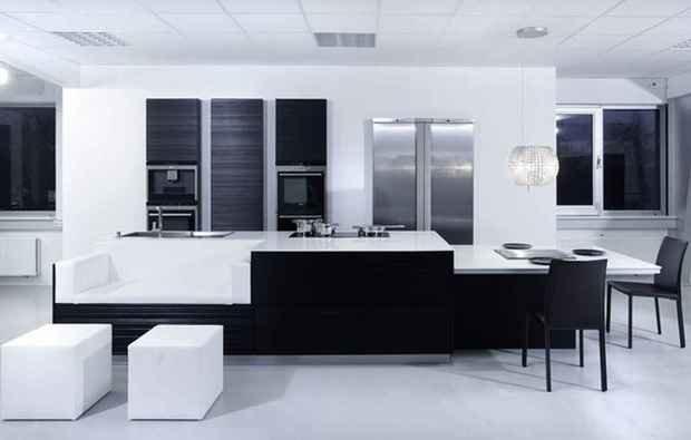 Фотография: Гостиная в стиле Современный, Кухня и столовая, Декор интерьера, Дизайн интерьера, Цвет в интерьере, Черный, Пол – фото на InMyRoom.ru