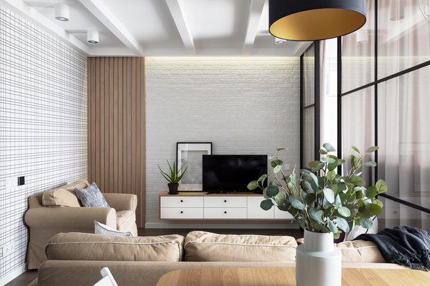 ТВ-тумба в гостиной является неотъемлемым элементом дизайна и прячет техническое оборудование для подключения к ТВ.