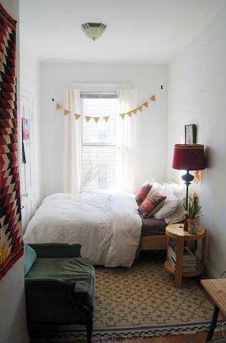Фотография: Спальня в стиле Скандинавский, Декор интерьера, Малогабаритная квартира, Советы – фото на InMyRoom.ru