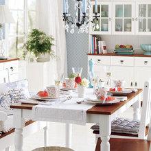Фотография: Кухня и столовая в стиле Кантри, Декор интерьера, Дизайн интерьера, Цвет в интерьере, Белый – фото на InMyRoom.ru