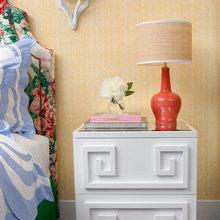 Фотография: Мебель и свет в стиле Кантри, Восточный, Спальня, Интерьер комнат, Советы, Стол, Кровать – фото на InMyRoom.ru