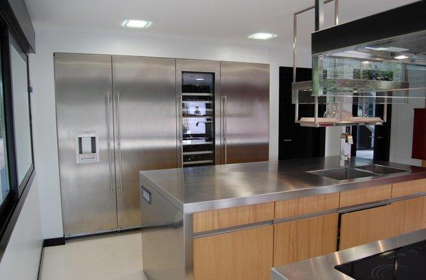 Фотография: Кухня и столовая в стиле Хай-тек, Декор интерьера, Мебель и свет – фото на InMyRoom.ru